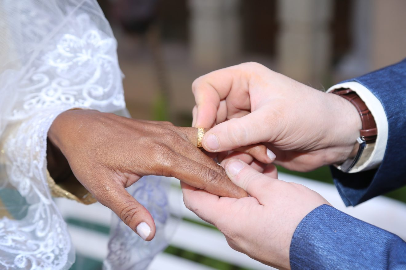 Comment maintenir les liens avec les futurs mariés et les accompagner dans le respect des mesures sanitaires ?