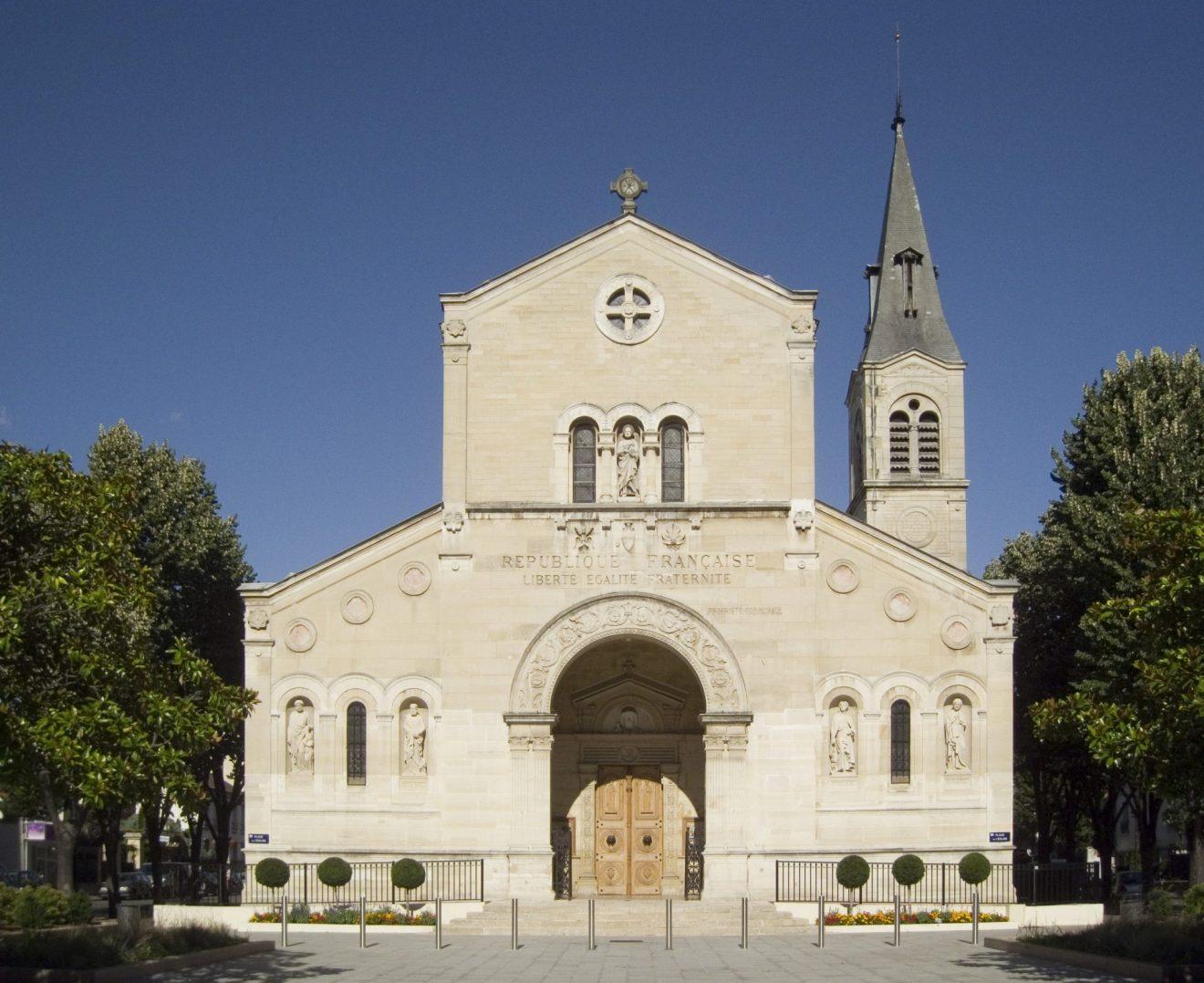 Église_Saint-Pierre,_Charenton-le-Pont_-_Front