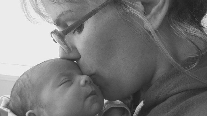 Avec les Associations Familiales Catholiques aidons les futures mères